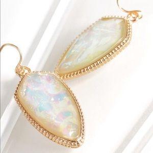 Jewelry - NWT. Opal mint earrings ✨💋